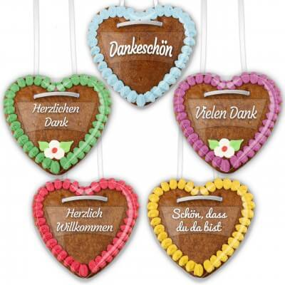 Pronouncements of labels on gingerbread hearts